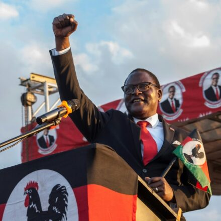 Президент Республики Малави — амбидекстр!?